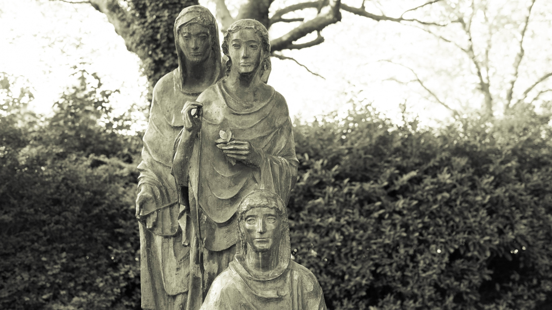 Commissioned in 1956, this statue was sent over by the German Federation to express their gratitude to the Irish for their help and generosity after WW2 had ended. The Irish put forth great efforts to help German refugees after World War II focusing mostly on helping German children.